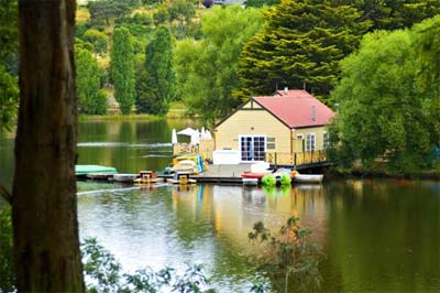 DAYLESFORD-BOATHOUSE.JPG